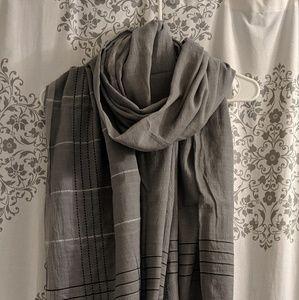 Lululemon blanket scarf NWOT